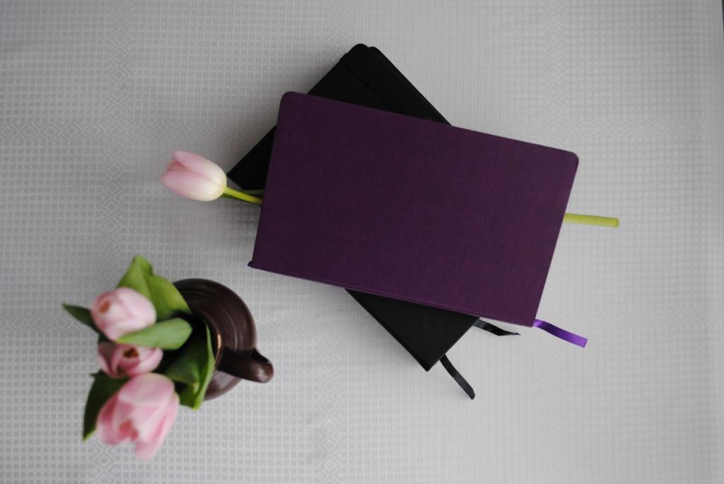 """Notatniki i notesy pomogą odpowiedzieć sobie na pytanie: """"Jak zmienić swoje życie"""", ponieważ pokazują nam kierunek zmiany."""