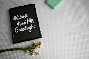 Always kss me goodnight - ramka ze zdjęciem do artykułu Seks a praca_MamySie.pl